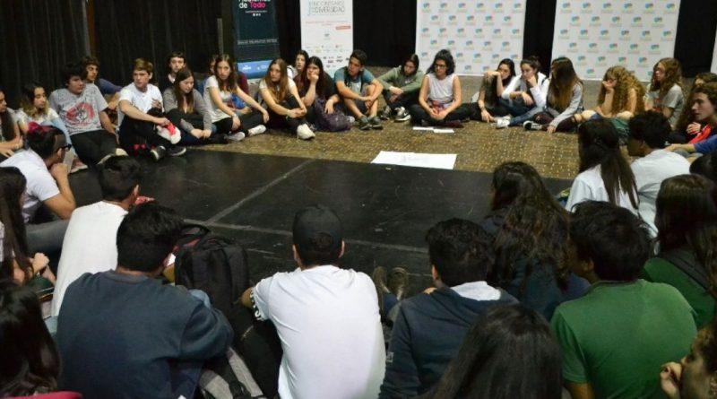 Unos 1.200 estudiantes reflexionan sobre discriminación y estereotipos en jornada por la diversidad
