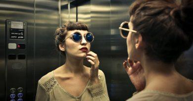 La razón por la que hay espejos en los ascensores