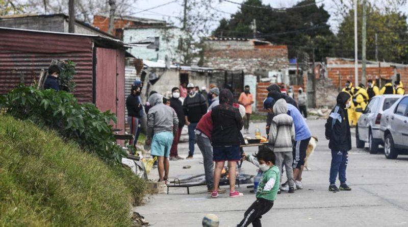 Villa Itatí: Radiografía de un barrio donde el COVID-19 convive con el hambre, la desigualdad social y un Estado muchas veces ausente