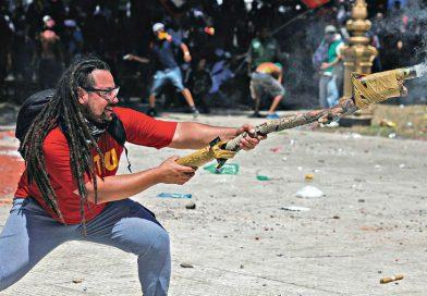 Prisión domiciliaria al acusado de disparar un mortero en una marcha contra la reforma previsional