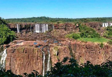 La histórica postal que muestra a las Catartas del Iguazú casi sin agua