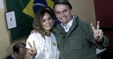 Brasil  Críticas a la mujer de Bolsonaro por vacunarse en EEUU